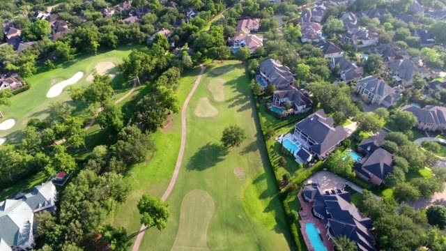 stockvideo's en b-roll-footage met a drone flies over a golf course by southern sweetwater mansions in sugar land texas - golf sport