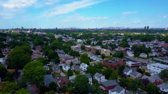 vídeos de stock, filmes e b-roll de a drone flies over a neighborhood in queens new york - flushing meadows corona park
