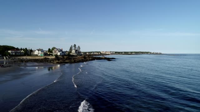stockvideo's en b-roll-footage met a drone flies over a shore as waves crash in kennebunkport maine - maine