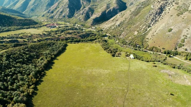 vidéos et rushes de a drone flies over a valley in big springs park in provo utah - provo