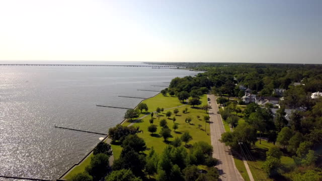 a drone flies over docks on the lakefront of lake pontchartrain in mandeville louisiana - louisiana stock videos & royalty-free footage