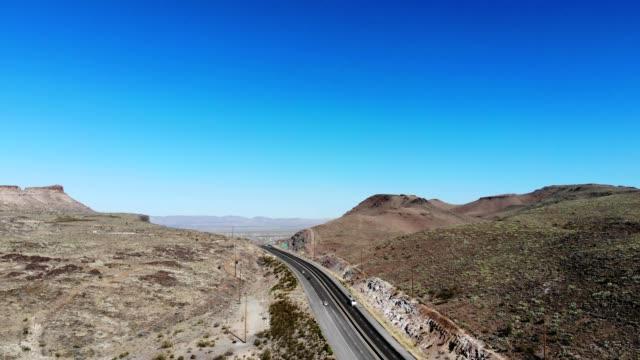 a drone flies over highway 93 at coyote pass in kingman arizona - kingman arizona stock videos & royalty-free footage