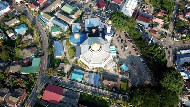 a drone flies over kampung melayu mosque in johor bahru malaysia - johor stock videos & royalty-free footage