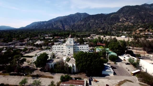 a drone flies over saint luke's medical center in pasadena california - カリフォルニア州 パサデナ点の映像素材/bロール