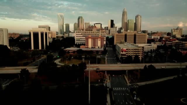a drone flies towards downtown charlotte north carolina - charlotte north carolina stock videos & royalty-free footage