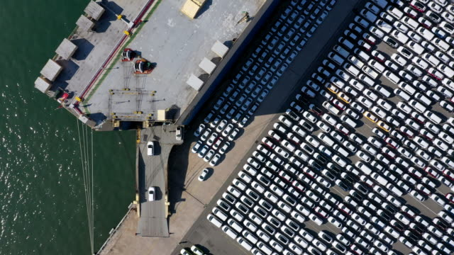 drone flight across hyundai motors exporting port in yeompo-dong, ulsan city south korea - 自動車産業点の映像素材/bロール