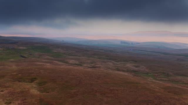 Drone vlucht over Ribblesdale bij zonsondergang