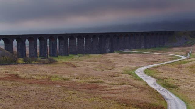 Drone vlucht naast Ribblehead Viaduct