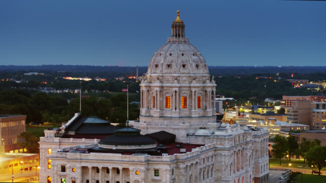 drone flight around dome of minnesota state capitol at twilight - minnesota stock videos & royalty-free footage
