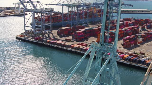 vídeos y material grabado en eventos de stock de drone flight around ship to shore cranes over loaded cargo ship - long beach los ángeles