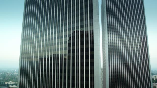 stockvideo's en b-roll-footage met drone flight around the century plaza towers, los angeles - century plaza