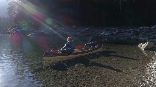 drone flight around two friends in canoe, bavaria, germany - wassersport stock-videos und b-roll-filmmaterial