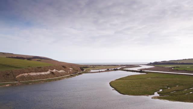 川カックミア、イングランドの口の無人飛行 - サウスダウンズ点の映像素材/bロール