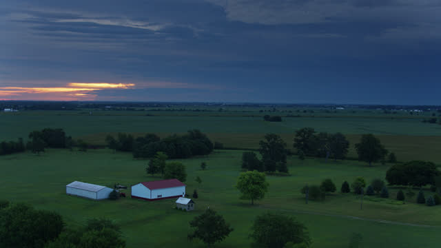 drone flight over a farm near mount sterling, ohio at dawn - farmhouse stock videos & royalty-free footage