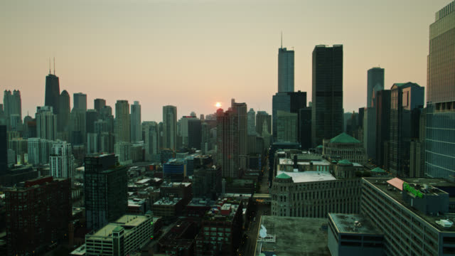 drone flight over downtown chicago towards rising sun - willis tower stock videos & royalty-free footage