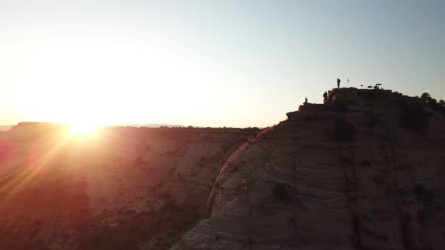 drohnenflug über little grand canyon - gebäudefries stock-videos und b-roll-filmmaterial