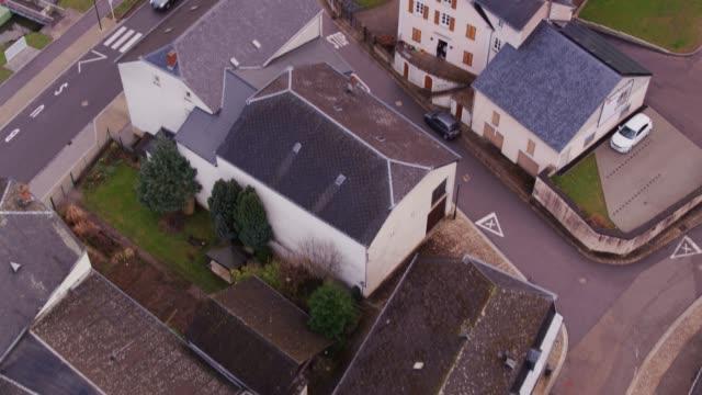 vidéos et rushes de drone survoler machtum, luxembourg - grand duché du luxembourg