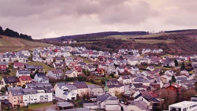 vidéos et rushes de drone survoler nittel, allemagne - grand duché du luxembourg