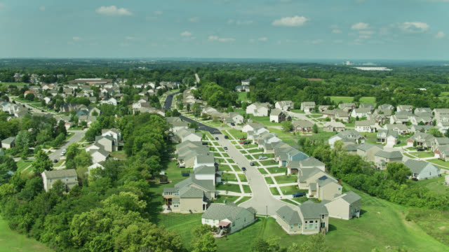 drone flight over suburban homes in flat landscape of southwestern ohio - tract housing stock videos & royalty-free footage