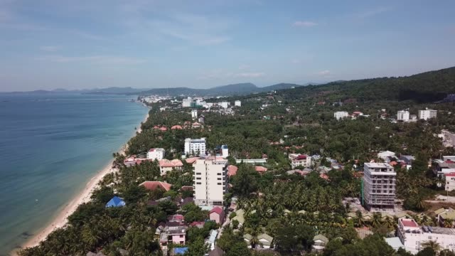 drone flight over the coast of vietnam, featuring small fishermen villages and aquafarms. drone flight in phu quoc, vietnam.v - golf von thailand stock-videos und b-roll-filmmaterial