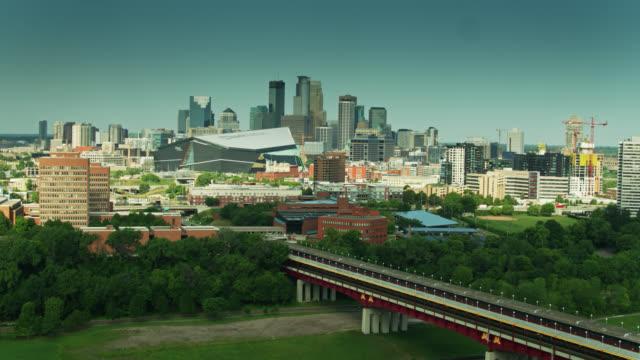 drone flight over university of minnesota campus towards downtown skyline - minnesota stock videos & royalty-free footage
