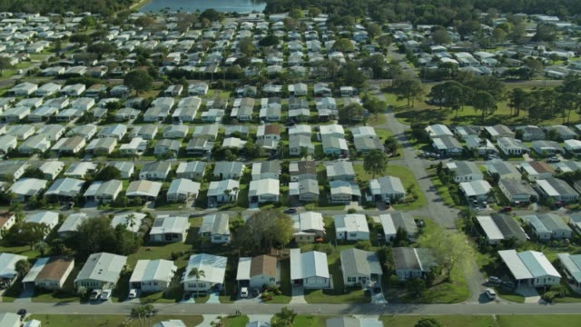 drone flight parallel to roads in large manufactured home community - florida us state stock videos & royalty-free footage