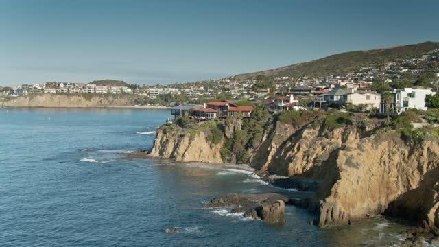 drone flight past houses on bluffs in laguna beach, ca - laguna beach california stock videos & royalty-free footage
