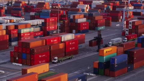 drone flight through shipping container terminal - long beach california video stock e b–roll