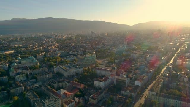 stockvideo's en b-roll-footage met drone vliegen in de buurt van alexander nevski kathedraal in sofia, bulgarije bij zonsondergang - eastern european culture