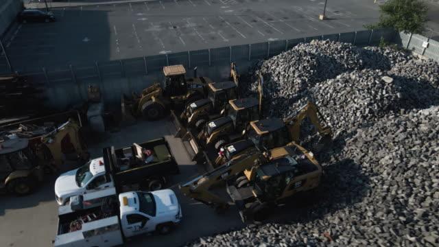 vídeos y material grabado en eventos de stock de drone footage of a desolate industrial section of brooklyn, new york city - terrenos a construir