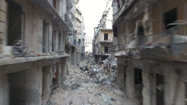 vidéos et rushes de drone footage of destroyed buildings and streets in aleppo, syria - bombardement