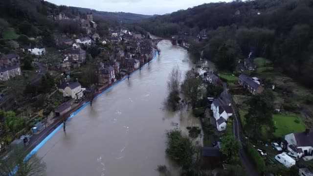 drone footage of flooding in ironbridge; england: shropshire: ironbridge: air views / aerials / drone footage river severn flooded around the iron... - ironbridge shropshire stock videos & royalty-free footage