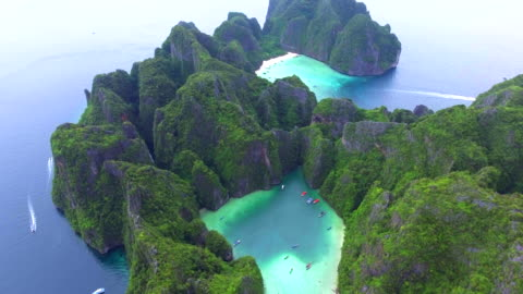 4k 在皮皮島 (泰國) 的瑪雅灣的無人機鏡頭 - 披披群島 個影片檔及 b 捲影像