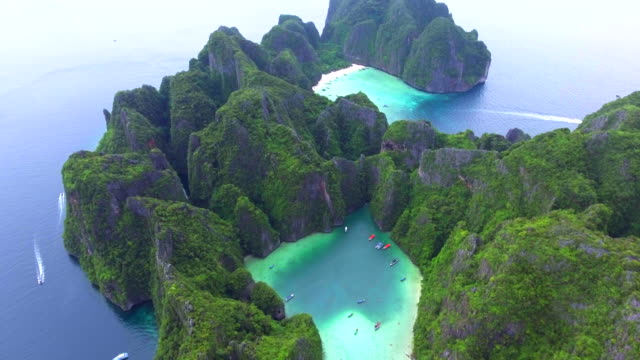 4k drone footage of maya bay in koh phi phi leh island (thailand) - thailand stock videos & royalty-free footage