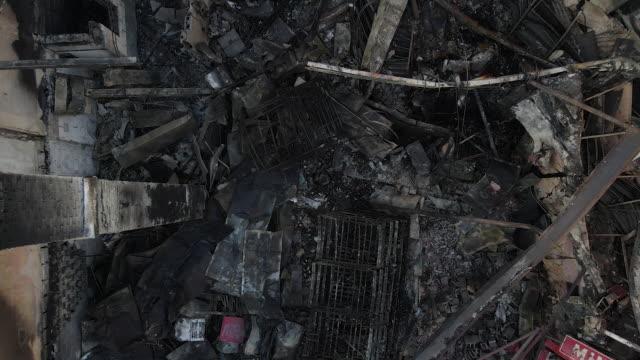 stockvideo's en b-roll-footage met drone footage of minneapolis shows damage to buildings after george floyd protests. - gedenkteken
