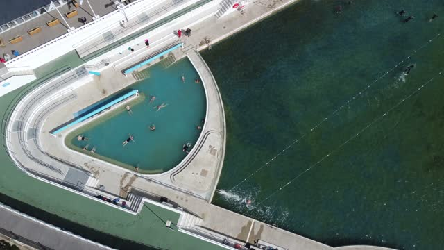 drone footage of swimmers in the main pool and in the heated pool on april 06, 2021 in penzance, england. jubilee pool is a community run pool housed... - ペンザンス点の映像素材/bロール