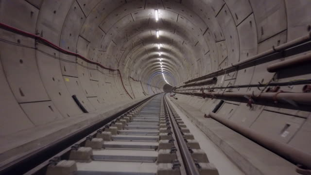 drone footage of the crossrail tunnels on april 28 2017 in london england the elizabeth line is the new crossrail train link running 73 miles between... - クロスレール路線点の映像素材/bロール