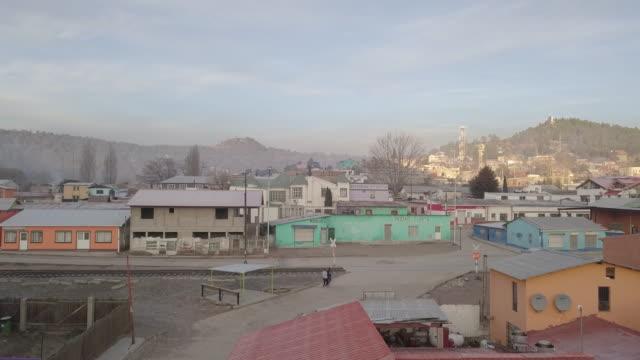 stockvideo's en b-roll-footage met drone beelden van de kleine stad van creel, chihuahua, mexico - inheemse cultuur