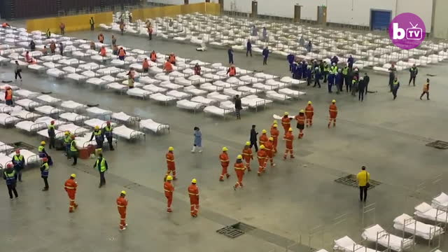 drone footage of workers transforming the exhibition hall into a temporary mobile hospital in wuhanon february 3 in wuhan china this facility is one... - corona stock-videos und b-roll-filmmaterial