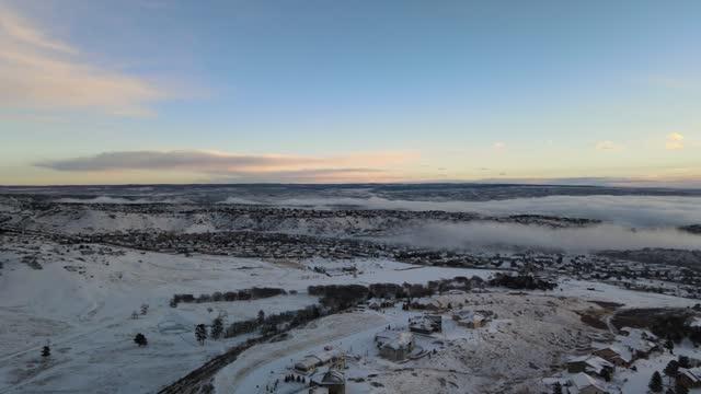 stockvideo's en b-roll-footage met drone footage showed colorado springs blanketed in snow on december 29 after a https://twitter.com/nwspueblo/status/1343687594454917120 winter storm... - https