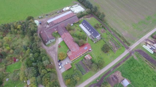 drone: hoovering over organic milkfarm - organisch stock-videos und b-roll-filmmaterial