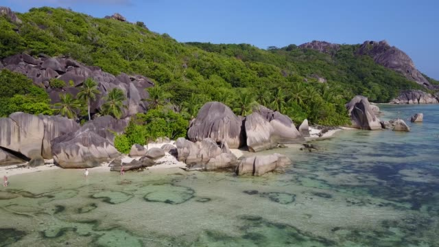 drone in seychelles on the beach - freibad stock-videos und b-roll-filmmaterial
