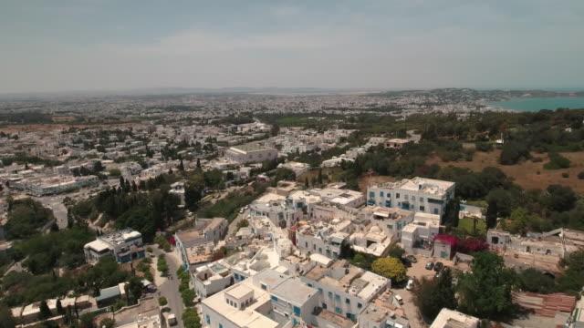 stockvideo's en b-roll-footage met drone main street, tunis, mosque - tunesië