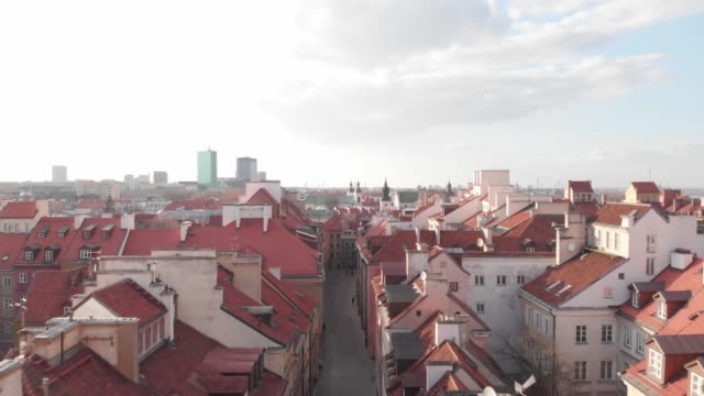 drone of a deserted old town in daytime in downtown warsaw during the corona shutdown /covid 19 lockdown in 2020 - warsaw stock videos & royalty-free footage