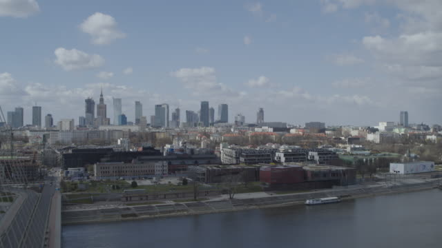 drone of a deserted swietokrzyski bridge from various angles in daytime in downtown warsaw during the corona shutdown 2020 - warsaw stock videos & royalty-free footage