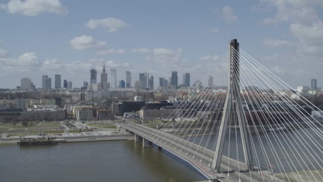 drone of a deserted swietokrzyski bridge from various angles in daytime in downtown warsaw during the corona shutdown 2020 - aprile video stock e b–roll