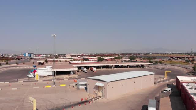 drone of us mexico wall border crossing at puente internacional córdova de las américas on a sunny day - puente stock videos & royalty-free footage