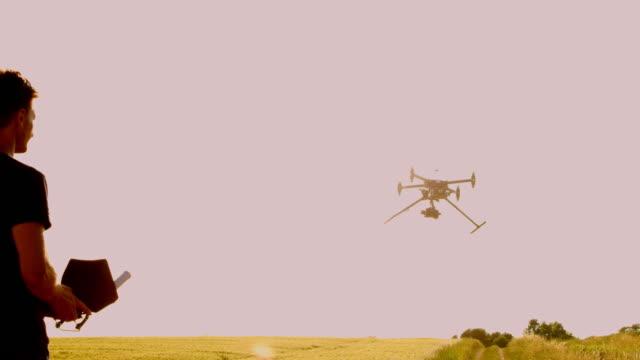 PAN-Drohne Betreiber Betrieb eine Drohne zu landen