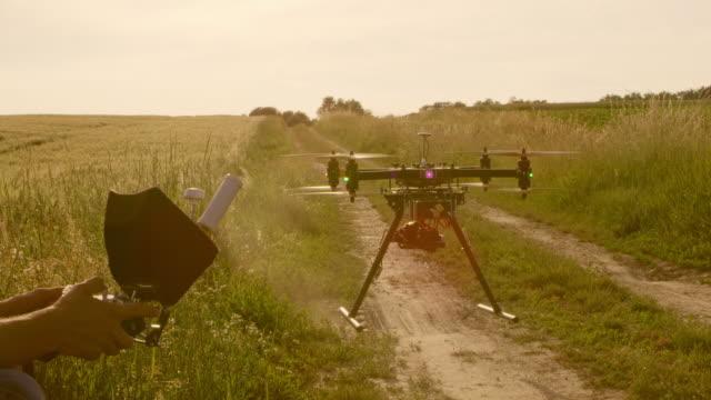 PAN-Drone Operator ausziehen die Drohne