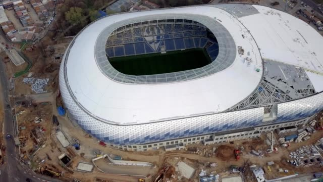 vídeos de stock e filmes b-roll de a drone orbits the construction of dinamo stadium in moscow russia - rússia